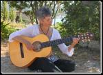 Mandy de Winter mit Gitarre